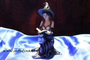 Strega Bianca VIVEE con Libro (14,5cm)